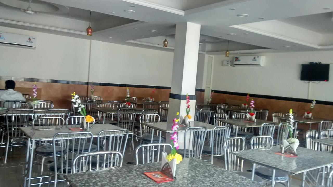 Shine Broadway Hotel Chandigarh Restaurant